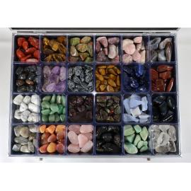 Présentoir La Trouvaille avec 24 casiers remplis de pierres roulées.
