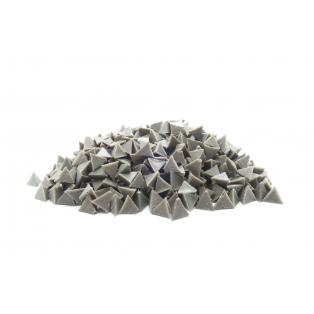 Pyramides abrasion moyenne en polyester pour le polissage des bijoux